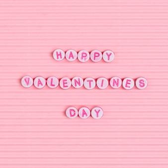 Happy valentinesdayビーズのレタリング単語のタイポグラフィ