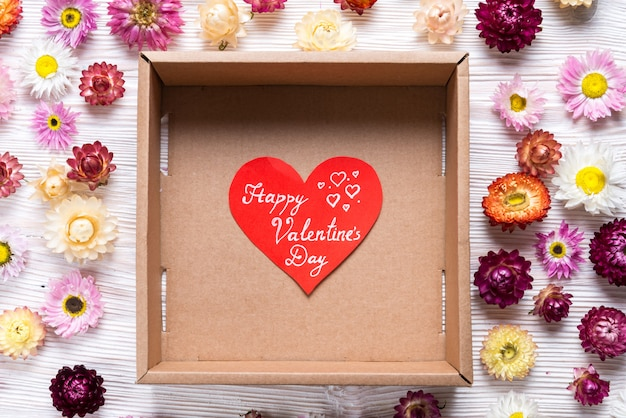 幸せなバレンタインデー、空のボックスにグリーティングカード