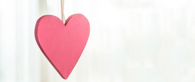 Открытка с днем святого валентина. концепция любви на день матери и день святого валентина. валентинка с пространством для текста