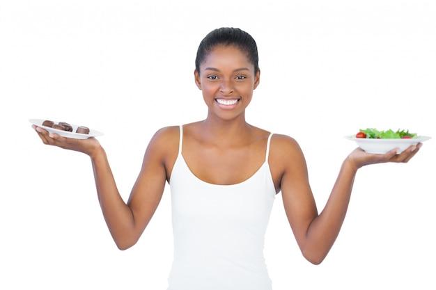 Счастливая женщина, решившая съесть здоровую или нет