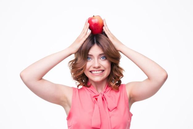 머리에 사과 들고 행복 한 여자