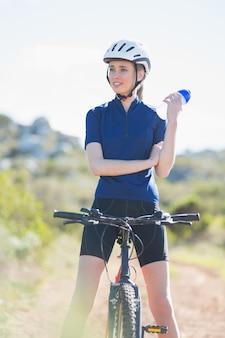 ハーブ、女、保有物、自転車、ボトル