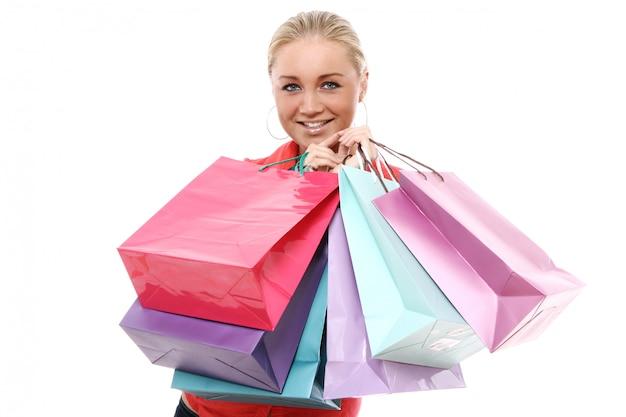 화려한 쇼핑 봉투와 함께 행복 한 여자