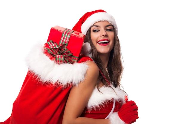 산타 클로스의 자루와 함께 행복 한 여자