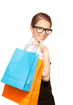 흰색 위에 쇼핑백과 행복 한 여자