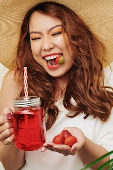 イチゴジュースと幸せな女