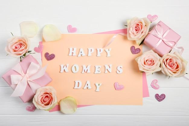 Счастливый женский день текст на картоне с розами, сердечками и подарками