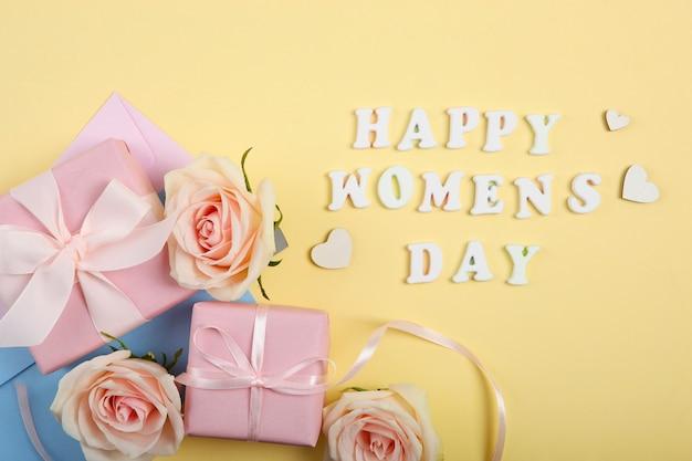 Счастливый женский день текст с розами и подарками на желтом фоне