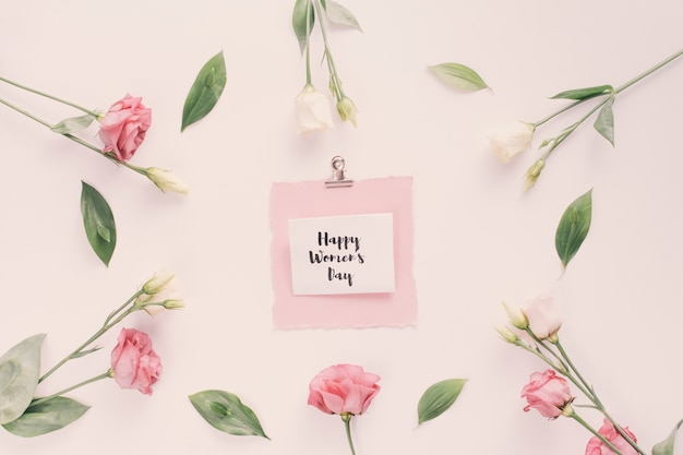 Happy womens day надпись с розовыми цветами