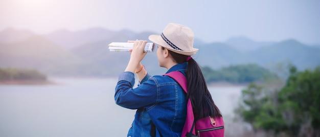 강 크라 찬 국립 공원 태국에서 행복 한 젊은 아시아 소녀