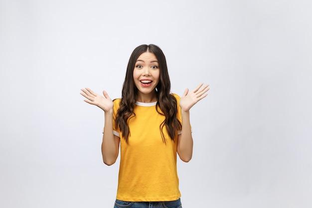 텍스트 또는 슬로건에 대 한 빈 복사본 공간 영역으로 행복 한 젊은 아시아 여자