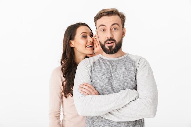 幸せな若い夫婦