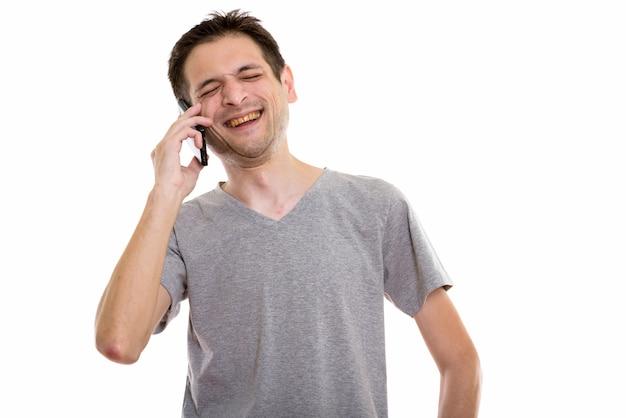 話しながら笑って笑って幸せな若い男