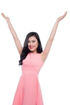 Happyyoung 아시아 여자는 흰색 위에 손을 올립니다.