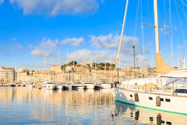カンヌの港とマリーナ