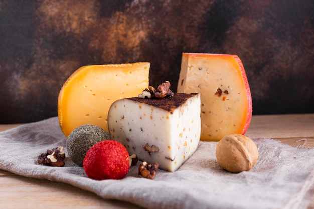 Hard cheese assortment with nuts
