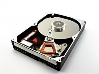 Hard disk drive, diskdrive