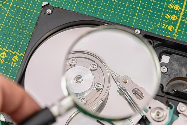 돋보기를 통해 하드 디스크 드라이브, 정보 검색, 진단, 복원