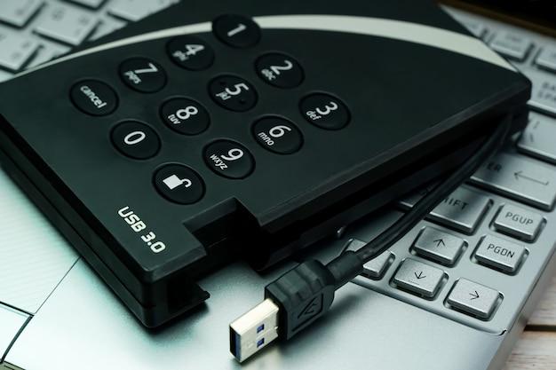 암호 데이터 보호가 필요한 하드 디스크 드라이브