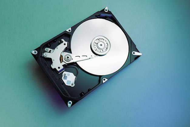 수리를 위해 개봉한 하드 디스크