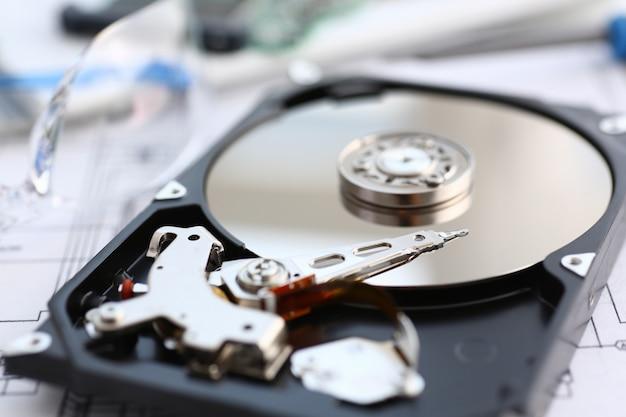 컴퓨터 또는 랩톱 거짓말에서 하드 드라이브