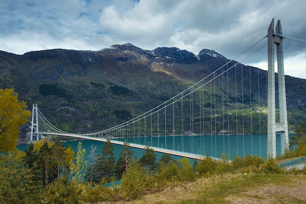 Мост хардангер в норвегии весенний вечер