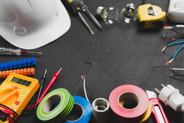 Hardhat e materiale elettrico