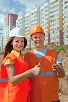 Счастливые строители в hardhat