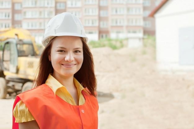 Счастливый строитель в hardhat