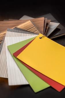 インテリア建設用の堅木張りの床オーク材。家の設計のためのラミネートまたは家具のサンプルカタログ