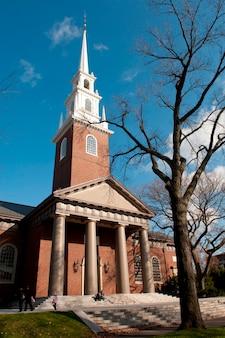 Гарвардская мемориальная церковь в бостоне, массачусетс, сша