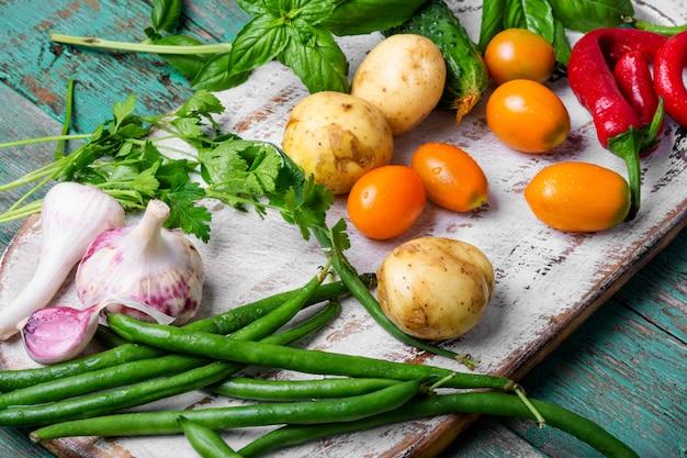 新鮮な野菜と野菜を収穫する
