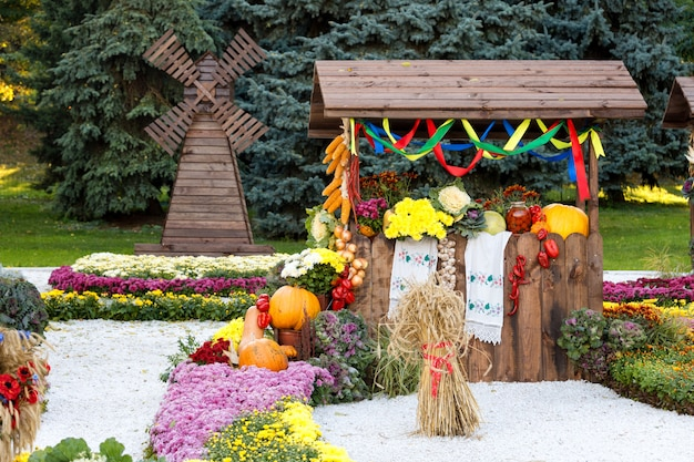Harvest vegetables on fair trade in a wooden pavilion. seasonal traditional ukrainian exhibition of farmers achievements. agricultural products, rural market.