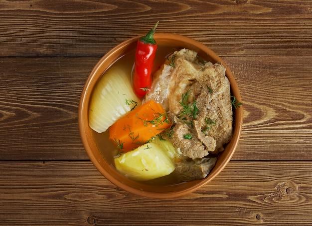 Hashlama .armenian stew khashlamaはラム、ジャガイモ、トマトです