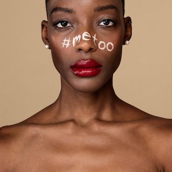 흑인 여성의 얼굴에 해시태그 미투