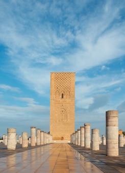Hassan tower 또는 tour hassan, 모로코 라바트에있는 불완전한 모스크의 미나렛.