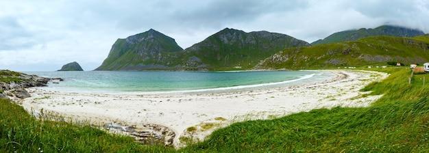 Haukland 해변 여름 흐린보기 (노르웨이, lofoten).