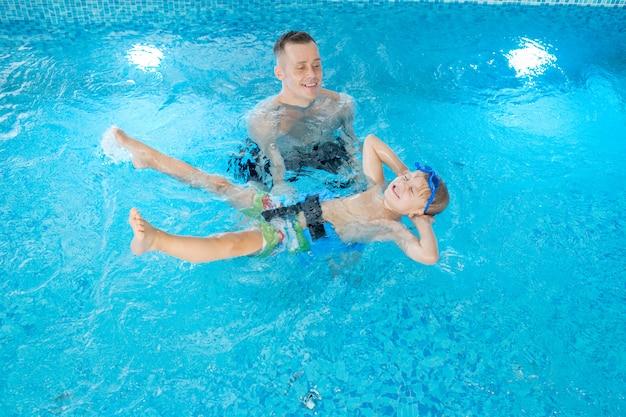 水泳レッスン中に楽しんでください。