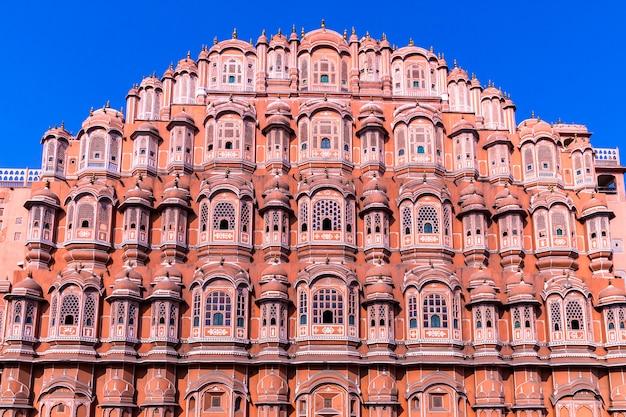 Хава махал, джайпур, раджастхан, индия, пятиуровневое крыло гарема дворцового комплекса махараджи джайпура, построенное из розового песчаника в форме короны кришны, дворец ветров