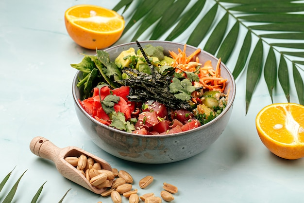 Туша из гавайского тунца с рисом и овощами