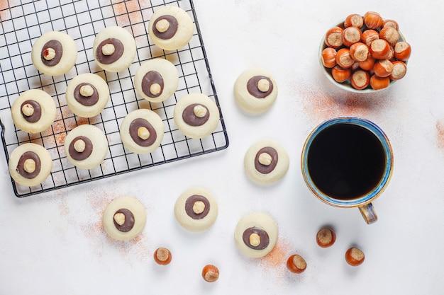 ヘーゼルナッツとヘーゼルナッツクッキー、上面図