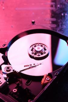 コンピューターのハードディスクドライブhdd、回路基板のssd、マザーボードの背景