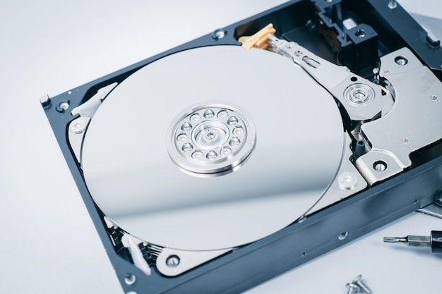 Hddはコンピュータストレージ技術の中でハーディングドライブを開くブルーテックカラートーン。