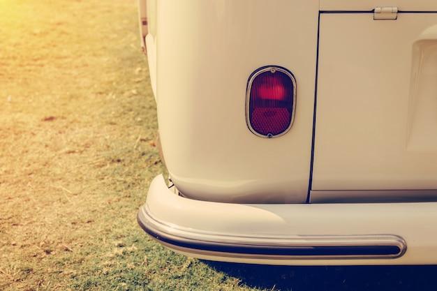 レトロクラシックカーヴィンテージスタイルのヘッドライトランプ