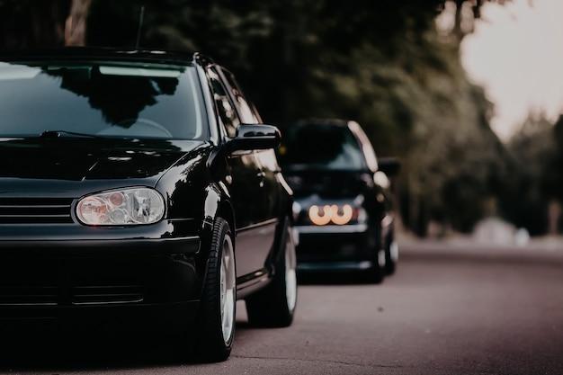 路上でヘッドライトチューニングカー
