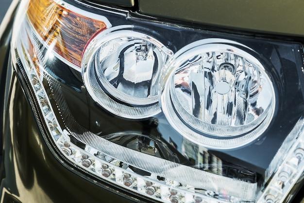 トラックのヘッドライトとパーキングライト、自動車