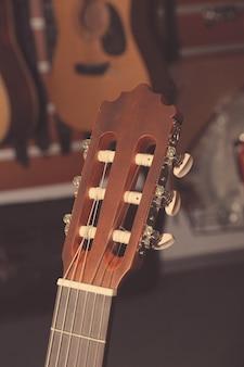 6弦クラシックギターのヘッドストック