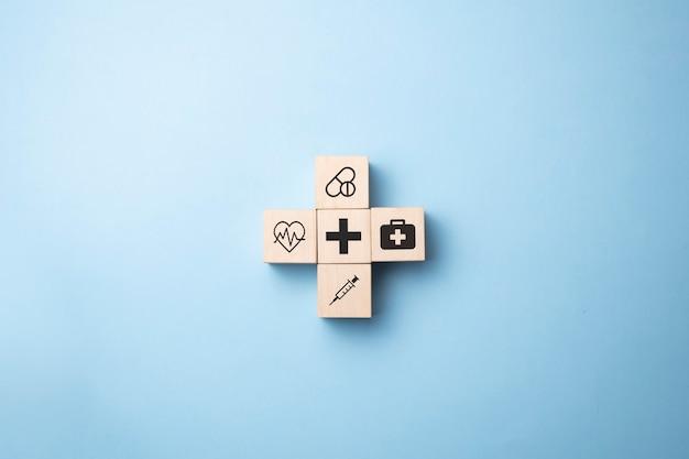 건강 및 의료 아이콘 나무 큐브 블록에 화면을 인쇄