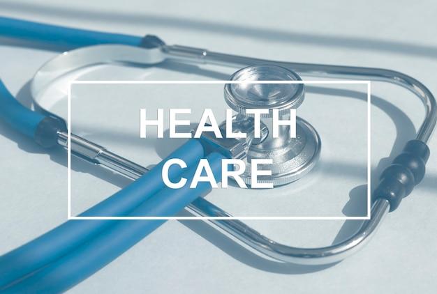 Текст здравоохранения на стетоскоп медицинской концепции здравоохранения