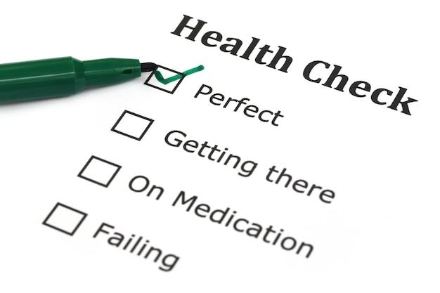 녹색 펜으로 건강 체크리스트